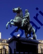 070228 Place des Victoires.jpg